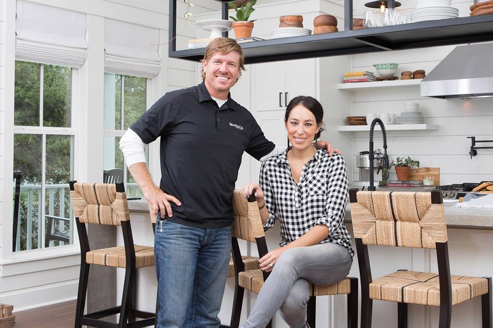 fixer upper s chip gaines shoots down rumors of divorce with wife joanna vine report. Black Bedroom Furniture Sets. Home Design Ideas
