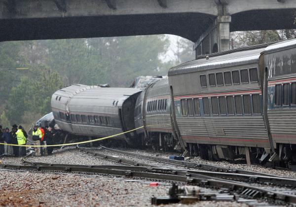 Amtrak crash: Screams, cries, awakening to a 'nightmare'